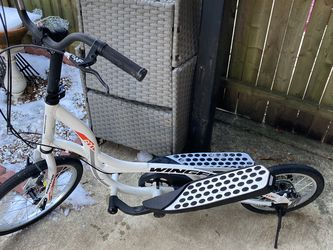 Z600 Wing flyer Scooter // Standup Pedal bike for Sale in Arlington,  VA
