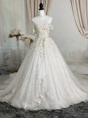 Ivory lace floral off the shoulder wedding dress/ Quinceanera&Sweet 16 dress for Sale in Fort Lauderdale, FL