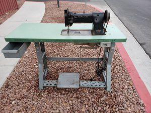 SINGER Industrial Sewing Machine w/Table for Sale in North Las Vegas, NV