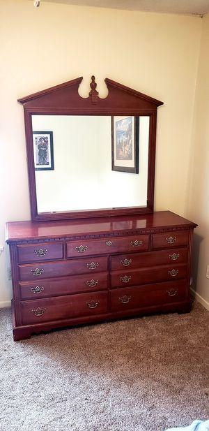 Dresser Crown Top for Sale in Abilene, TX