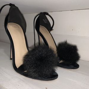 So so Fluffy Black Heels for Sale in North Miami Beach, FL