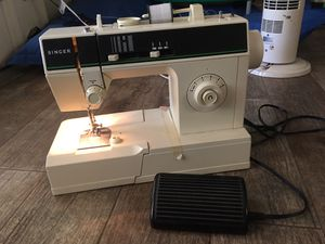 Singer Sewing Machine for Sale in Buckeye, AZ