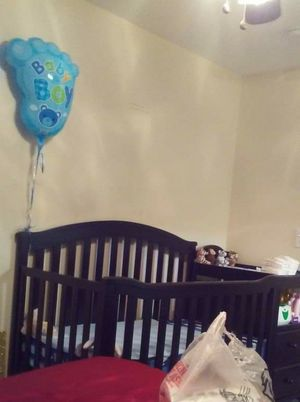 Baby crib /w built in changing table for Sale in Marietta, GA