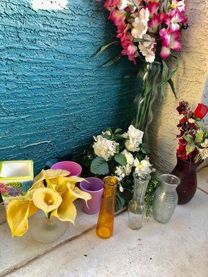 Flower vases for Sale in Guadalupe, AZ