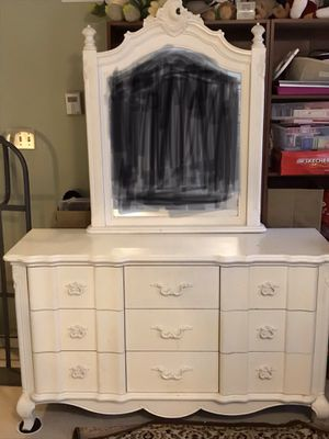 White bedroom set. Reduced!! for Sale in O'Fallon, MO