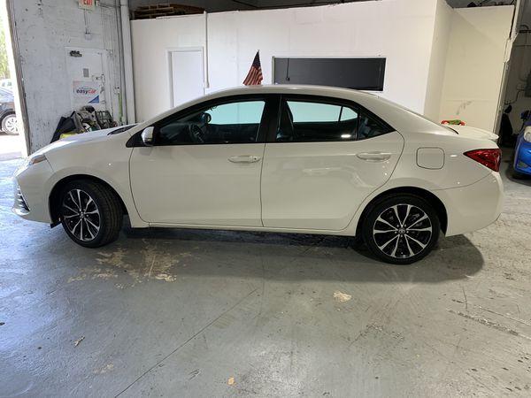 Toyota Corolla SE 2018 título limpio