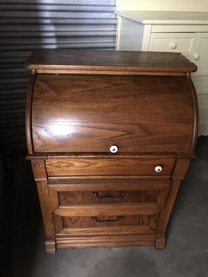 Small wooden desk for Sale in Orlando, FL