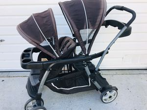 Graco double stroller for Sale in Thousand Oaks, CA
