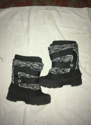 Snow boots kid a 10 for Sale in Greenwich Township, NJ