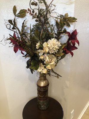 Entrance decor: picture/vase with flowers/ accent table for Sale in Arlington, TX