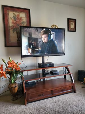 50 inch Vizio and TV stand for Sale in Ceres, CA