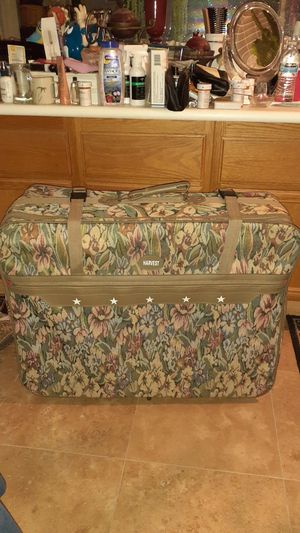XL suitcase in good condition only used 3 time for Sale in Winchester, CA
