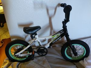 Giant 12 inch freestyle kids bike for Sale in Lodi, CA