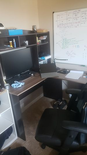Lightweight L shape desk in great condition for Sale in Erie, PA