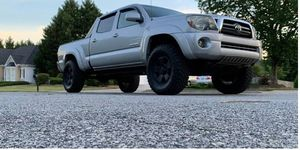 Beautiful 2009 Toyota Tacoma 4WDWheels for Sale in Alexandria, VA