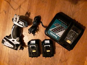 Makita Cordless Impact Wrench w/ 2 batterys & charger for Sale in Lynnwood, WA
