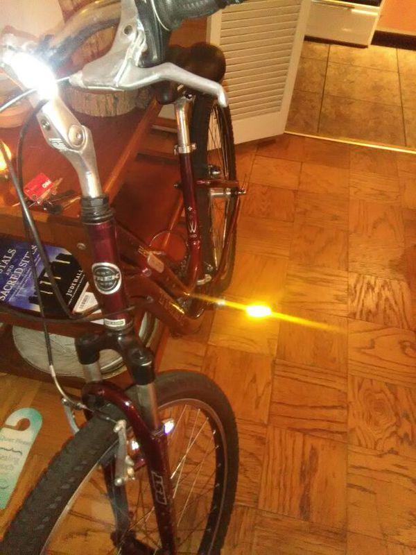Trek Navigator 2.0 girls mountain bike