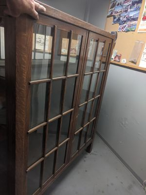 Antique curio cabinet leaded glass in great condition for Sale in Orange, CA