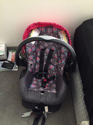Infant car seat for Sale in Cedar Rapids, IA