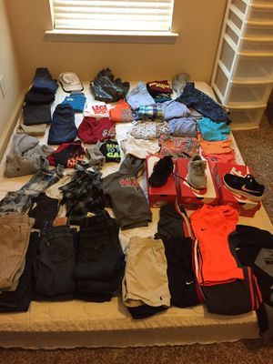 Size 5 toddler clothes for Sale in McDonough, GA