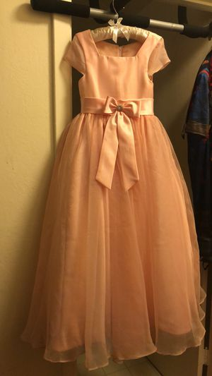 Peach flower girl dress 5-6x for Sale in San Jose, CA