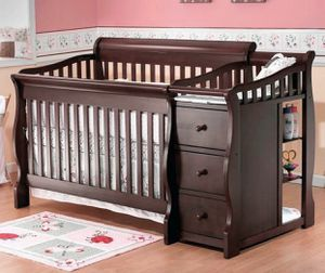 Crib and changing table combo for Sale in Montclair, CA
