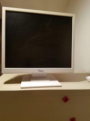"FUJITSU VGA 19"" COMPUTER MONITOR for Sale in Syosset, NY"