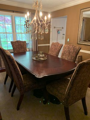 Beautiful Dining room table with 6 chairs. for Sale in Chardon, OH