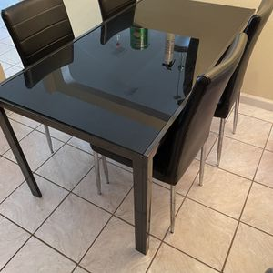 Breakfast Table for Sale in Kissimmee, FL