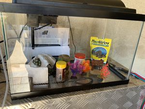 10 gallon fish tank COMES W/ EVERYTHING YOU NEED for Sale in San Dimas, CA