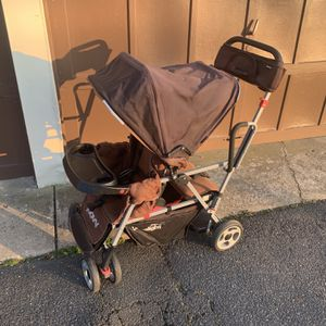 Joovy Sit And Stand Double Stroller for Sale in Mount Laurel Township, NJ