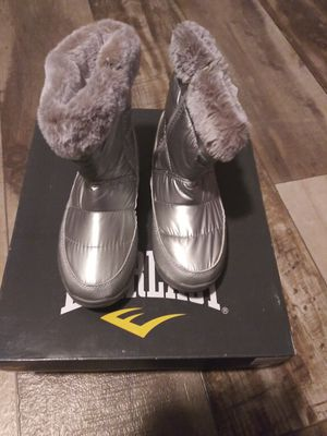 Everlast Womens snow boots sz 5 shipping only no pickup for Sale in Umatilla, FL