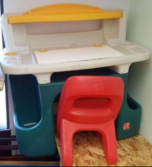 Kids Desk and Chair for Sale in Farmington Hills, MI