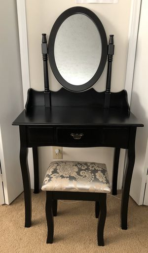 Vanity Table with Mirror and stool for Sale in Solon, OH