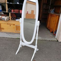 New White Floor Mirror - Delivery Available for Sale in Tacoma,  WA