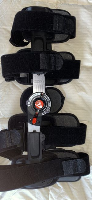 """Breg T-scope Premier Knee Brace, fits up to a 30.5"""" thigh for Sale in Benton City, WA"""