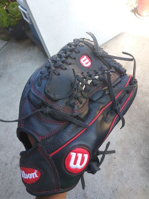 Wilson baseball glove for Sale in South El Monte, CA