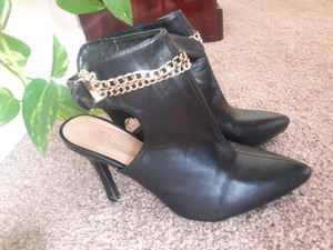 Black heels with gold chain for Sale in Aurora, CO