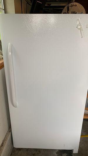 Stand up freezer - Frigidaire model FFFU17M1QWB for Sale in Puyallup, WA