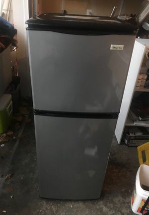 Small refrigerator for Sale in Redmond, WA