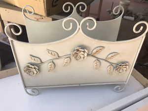 Vintage Magazine Rack for Sale in Tucson, AZ