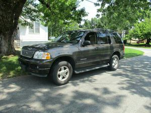 2005 Ford Explorer XLT 4x4 4drs 3 row seat clean carfax for Sale in Manassas, VA