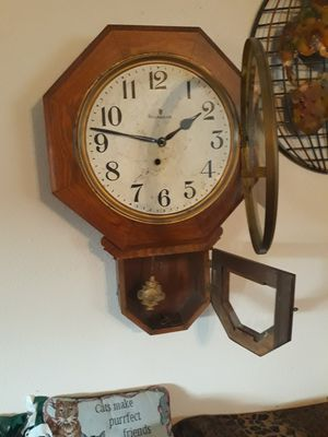 Antique INGRAHAM 8 DAY KEY CLOCK (working) for Sale in Centralia, WA