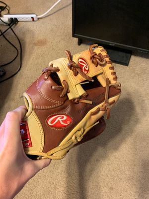 Rawlings infielder glove for Sale in Brooklyn Park, MD