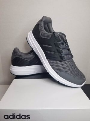adidas men running shoe size 8, 8.5, 10, 10.5 for Sale in Garden Grove, CA