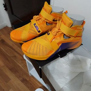 Lebron soldier IX for Sale in Long Beach, CA