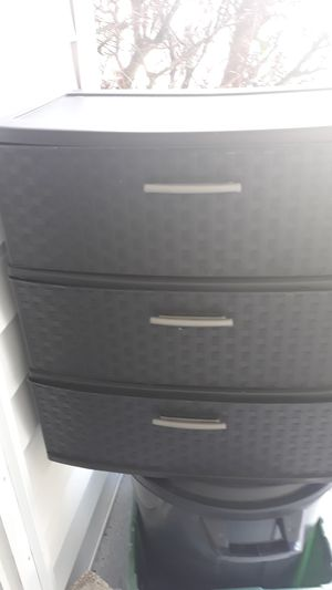 Plastic shelfs 3 drawers for Sale in DeBary, FL