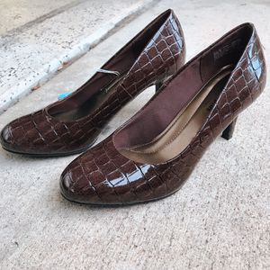 Women's heels - size 6w for Sale in San Diego, CA