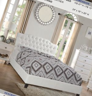 King bed. Cama for Sale in Miami, FL