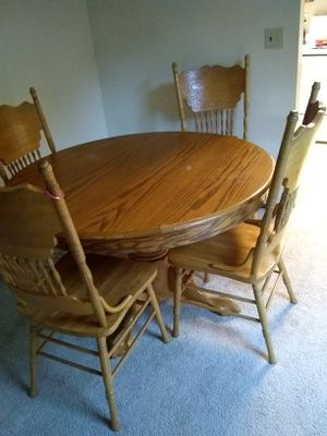 Oak dining room table with six chairs asking $125 or best offer for Sale in Puyallup, WA